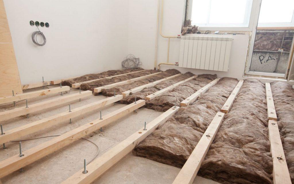 Выравнивание деревянного пола лагами