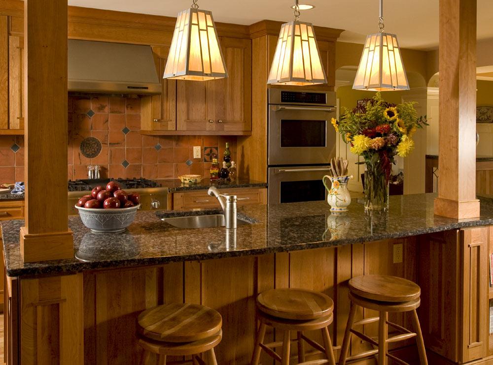 Теплое освещение на кухне
