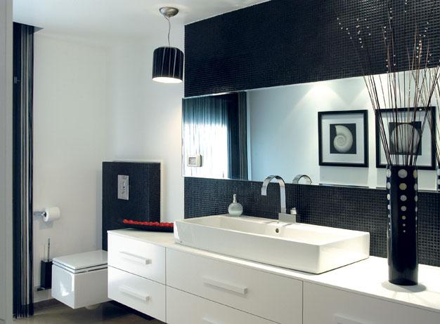 Дизайн ванной в черно-белых цветах
