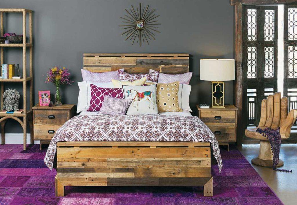 Мебель из сосны в спальне Бохо